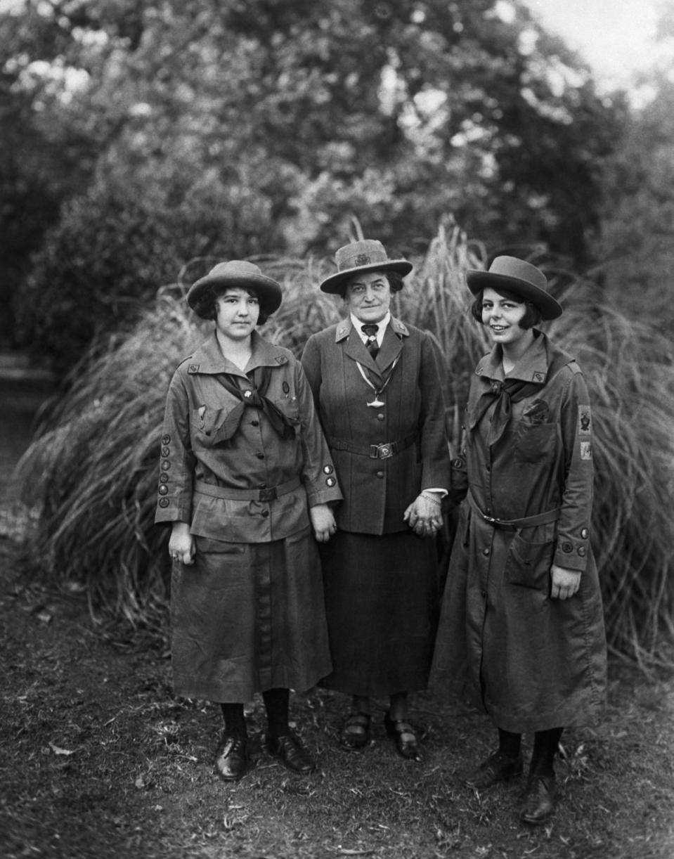 Juliette Gordon Low with two Girlscouts